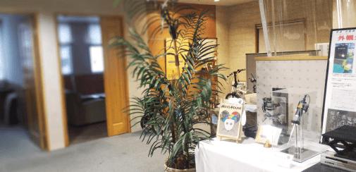 レーザ傷検査装置(シグマ株式会社様 ANALYZER)模型 展示中5 エントランス全体画像